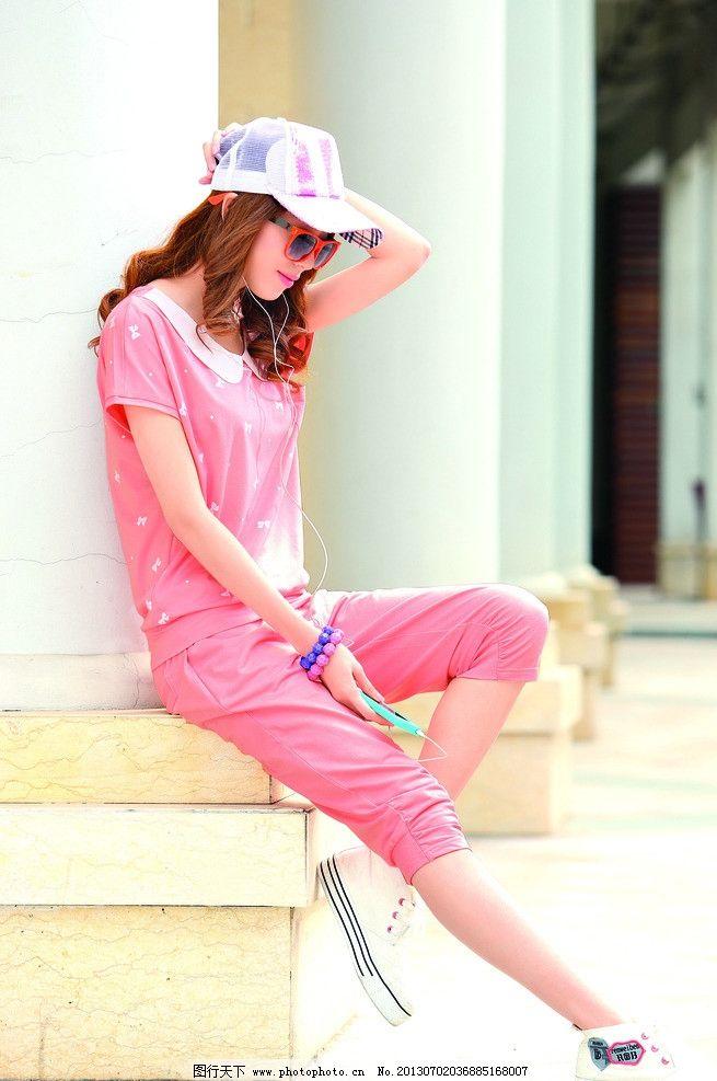 服装模特 服装画册设计素材 衬衫 挎包 拎包美女 长发 挎包美女 街景