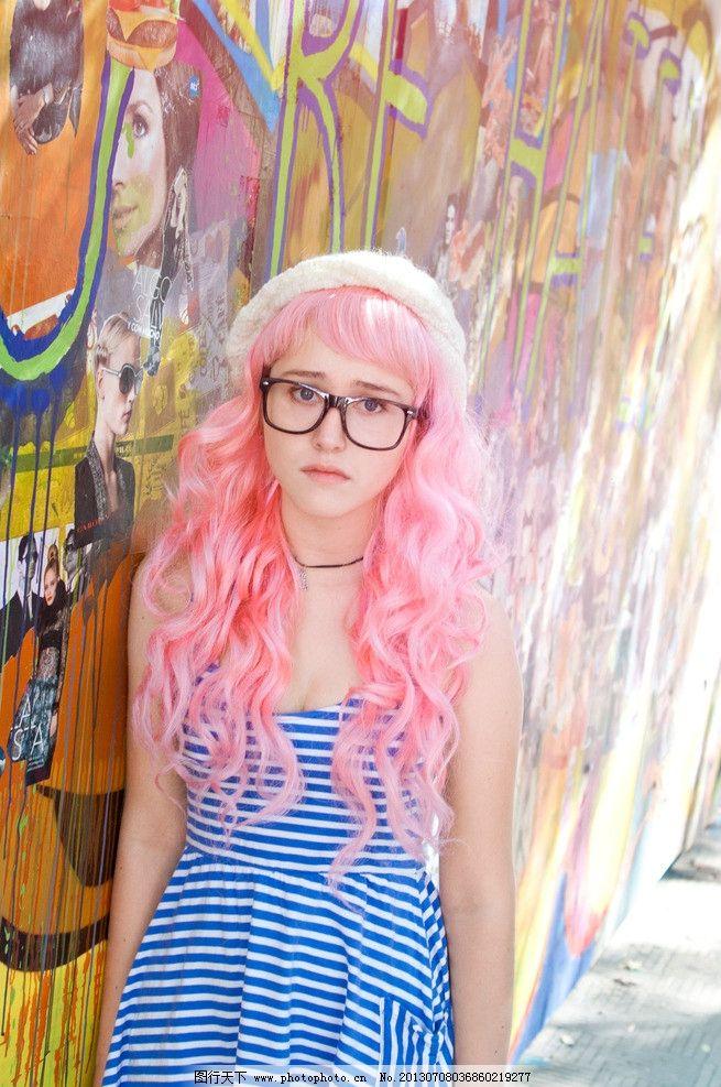 可爱眼镜妹图片
