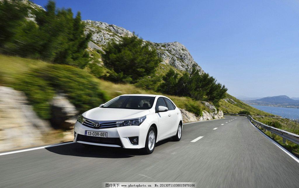 卡罗拉 丰田 轿车 汽车 家庭轿车 名车 白色 公路 山地 交通工具