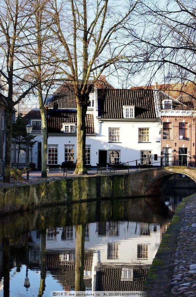 外国小镇 树木 河流 别墅 白墙 水渠 国外旅游 旅游摄影 摄影