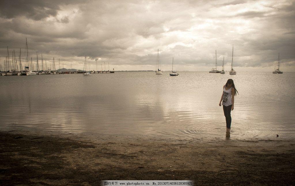 湖边女孩 清纯美女 平静湖面 可爱美女 高挑美女 日常生活 摄影