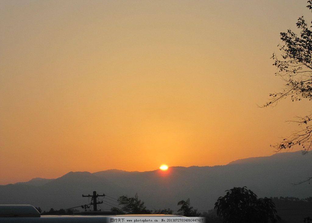 日出 大别山 路边 雾气 早晨 山中 自然风景 自然景观 摄影 180dpi