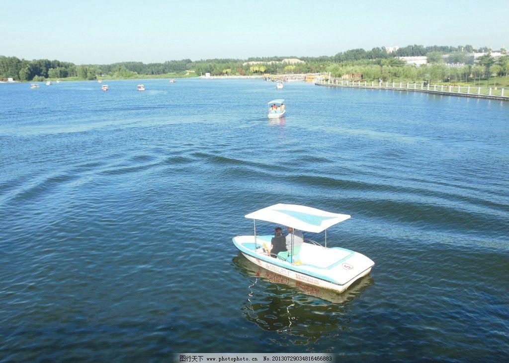 湖面风光 湖面风景 小船 风景 蓝天 白云 树木 自然风景 自然景观