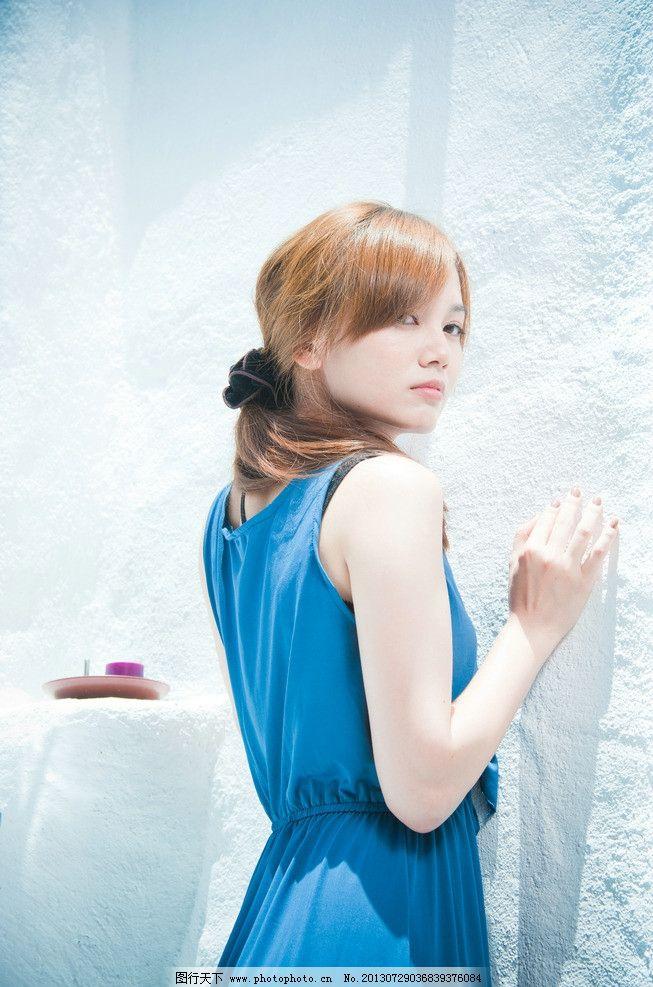 蓝衣美女图片