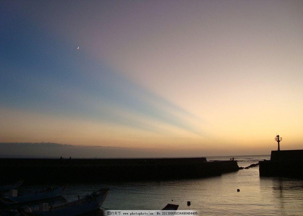 晚霞天空灯塔海边 落日海景图片素材下载
