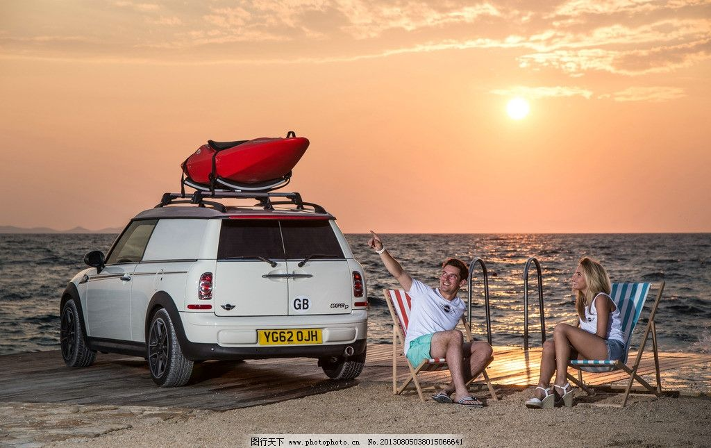 迷你旅行车 宝马 拖车 房车 旅游 度假 情侣 爱人 海边 夕阳