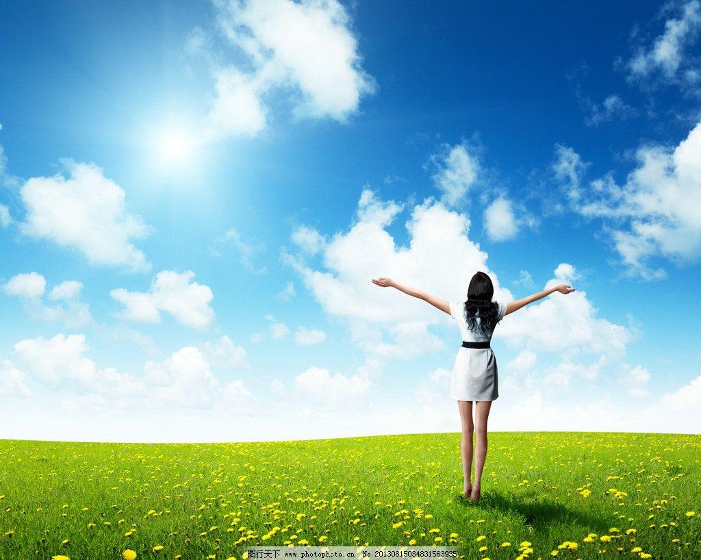 摄影图库 自然景观 自然风景  高清蓝天白云草地美女 美女背影 少女