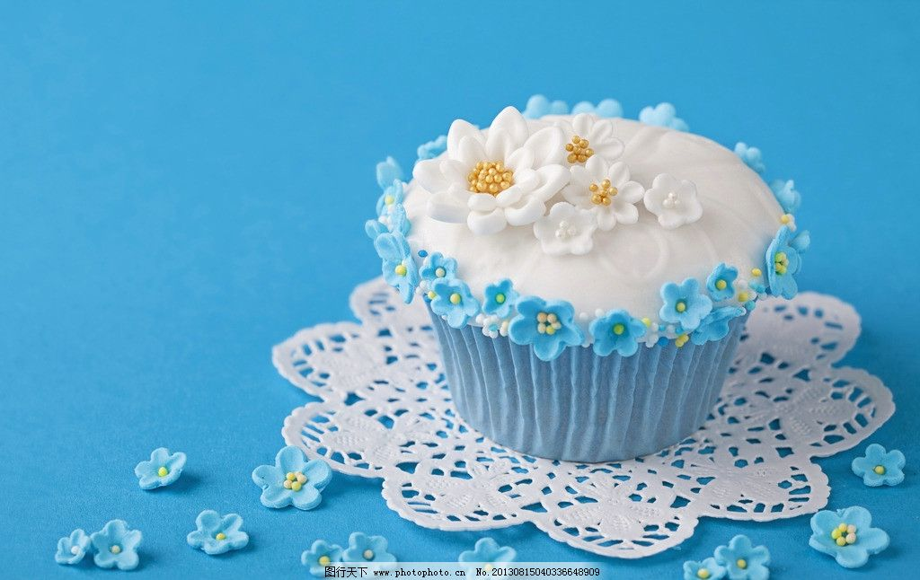 蛋糕 奶油 甜品 美食 诱人 可口 巧克力 甜点 点心 可爱 温馨 营养