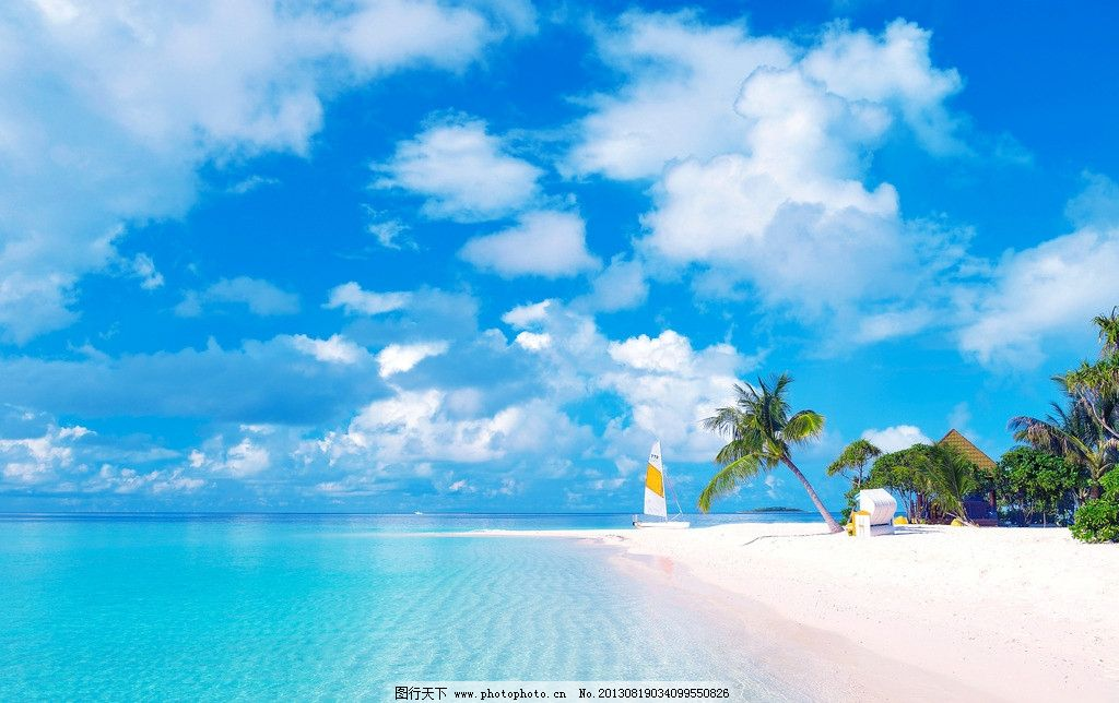 蓝天白云海滩椰子树 帆船 沙滩 海景 海洋 大海 海岛 岛屿 小岛 海水