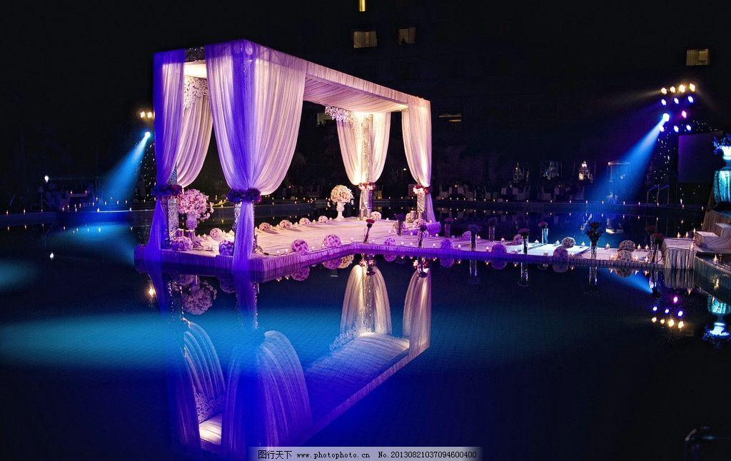 水上婚礼 游泳池婚礼 户外婚礼 灯光秀 紫色 晚会 晚宴舞台 生活素材图片