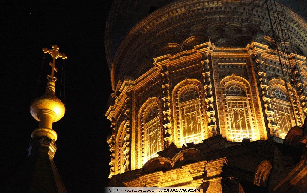 圆柱 墨绿色顶 六坡尖顶 洋葱顶 欧式建筑 教堂 三段式圆圆拱窗 菱形