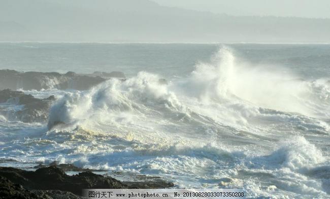 海浪 波涛汹涌/波涛汹涌的海浪图片