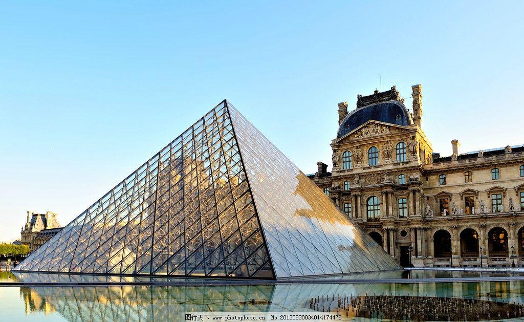 巴黎卢浮宫的金字塔图片