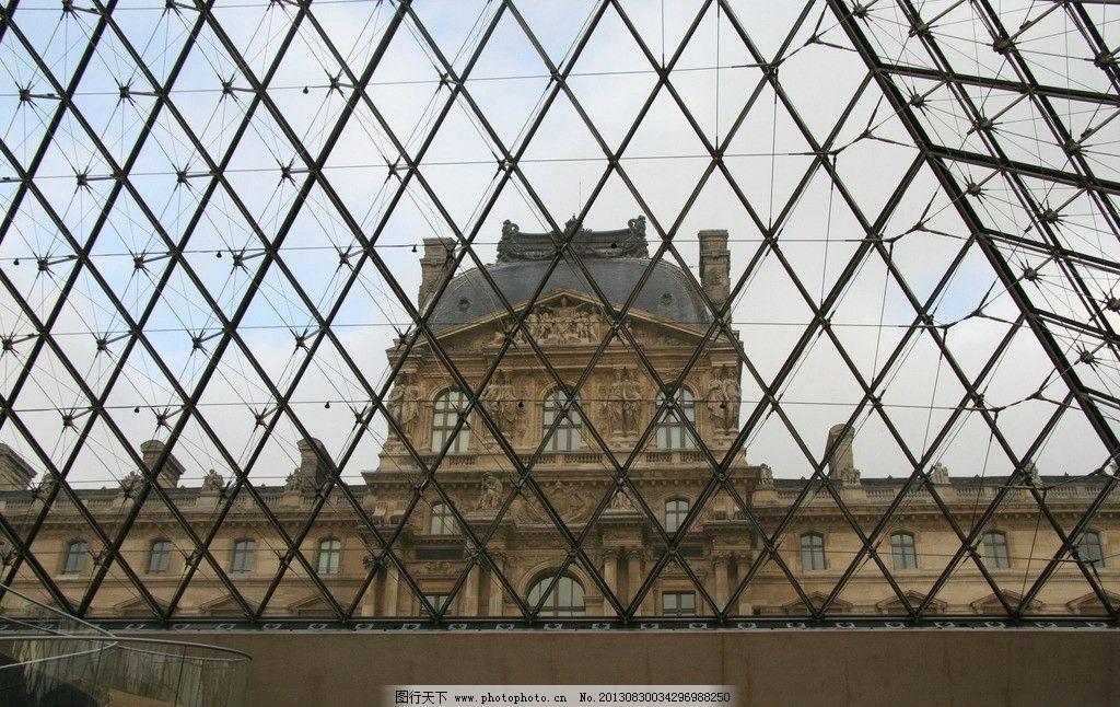 卢浮宫玻璃金字塔内部图片