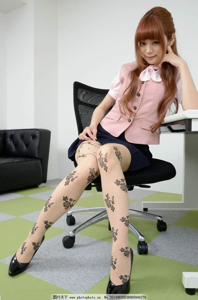 美腿美女 美女 丝袜 性感美腿 可爱 印花丝袜 模特 短裙模特 腿模