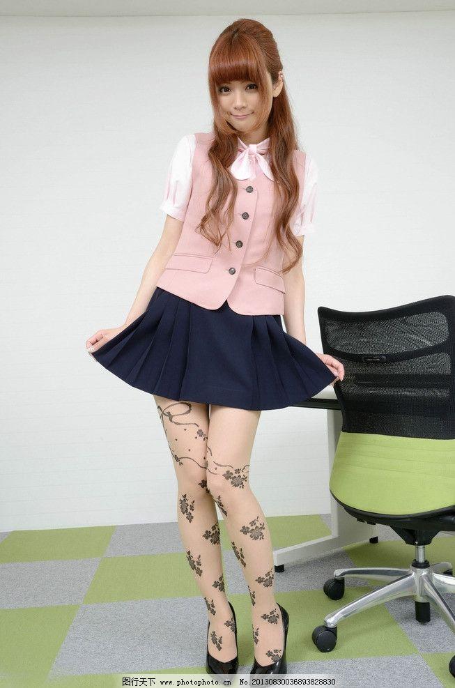 性感美腿 美女 丝袜 可爱 印花丝袜 模特 短裙模特 腿模 长发美女