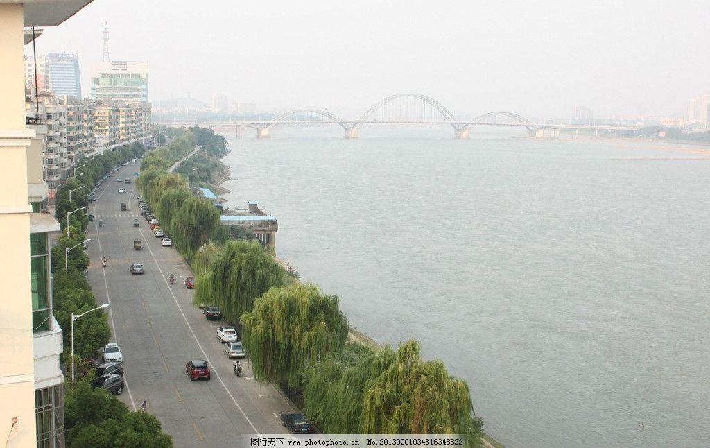 山水风景画 > 苏州古镇街道小巷速写矢量线条画