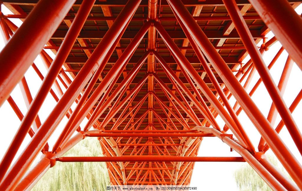 桥梁 红色 钢管 结构 相互支撑 三角形 桥的形式 建筑摄影 建筑园林