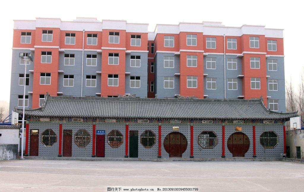新农村建设 红墙 水泥路 圆窗 小高层楼 崭新的玻璃 建筑摄影