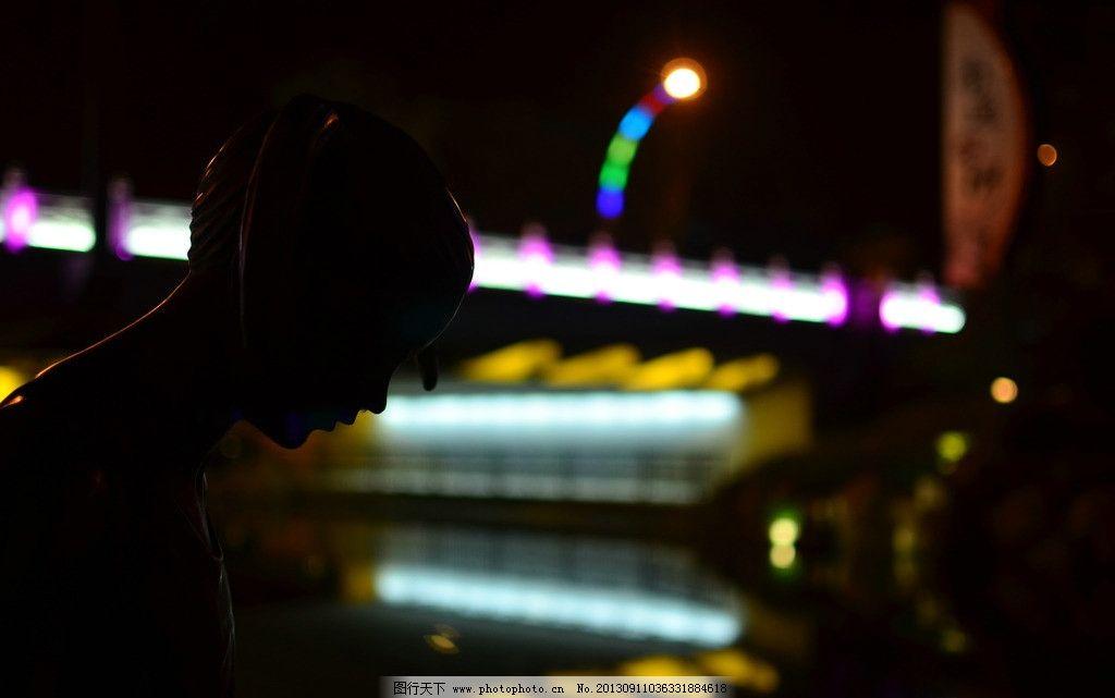 孤独的夜 女孩 城市 夜景 小桥 孤独 背影 人物 人物摄影 人物图库
