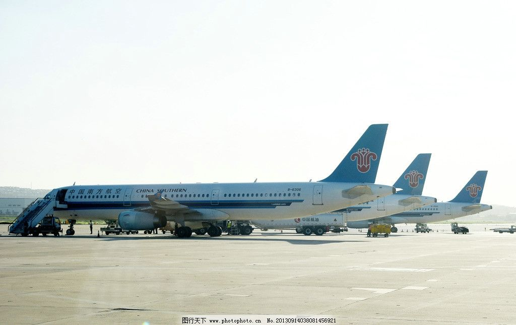 飞机 三架飞机 机场 南航飞机
