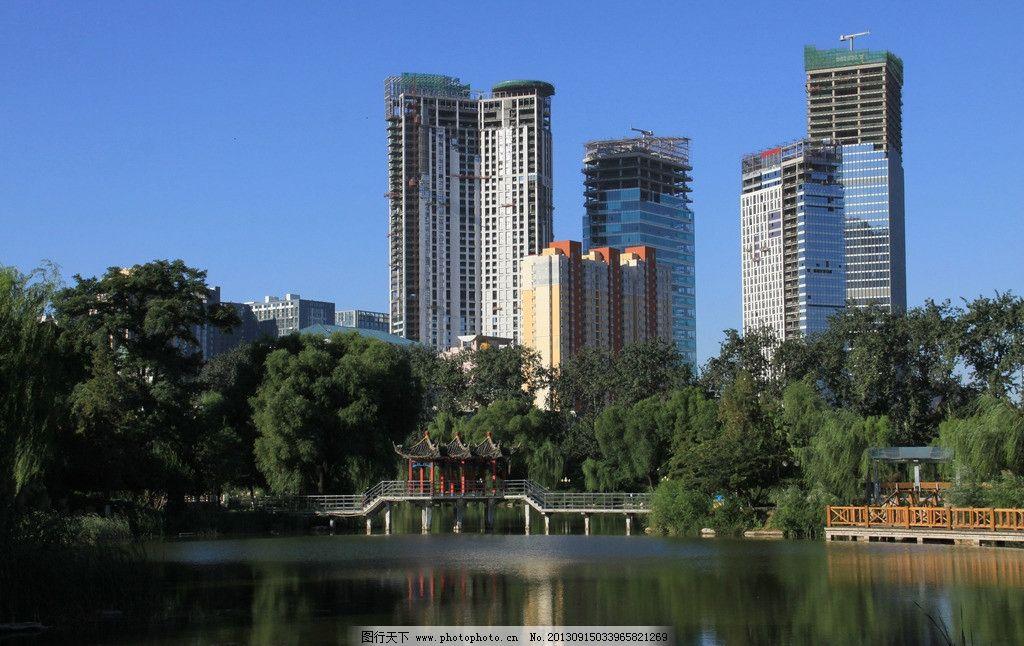 风光/湖边城市建筑风光美景图片
