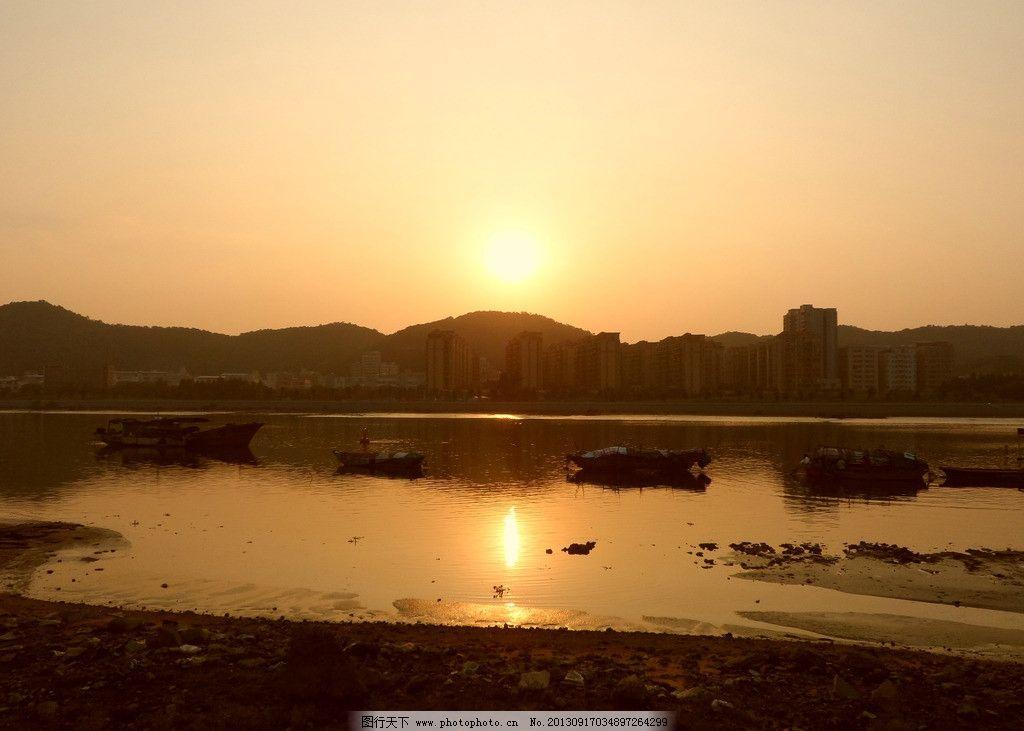 夕阳 映射水面 黄昏 下午 渔船 自然风景 自然景观 摄影
