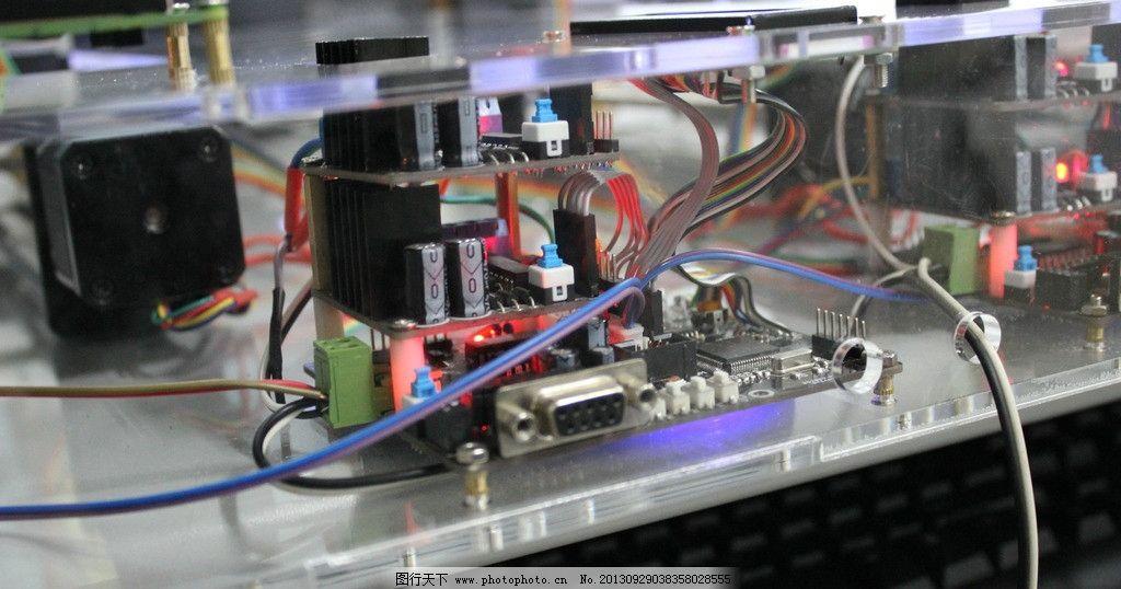 电路图 实物图 嵌入式设计 单片机 亚克力玻璃 科学研究 现代科技
